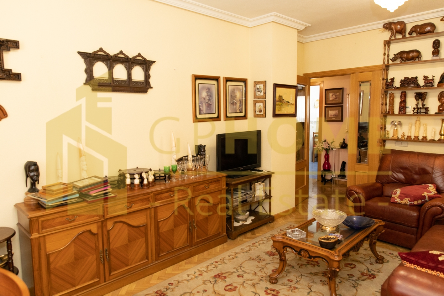 APARTMENT IN SANCHIDRIAN STREET IN THE CAMPAMENTO NEIGHBORHOOD IN MADRID